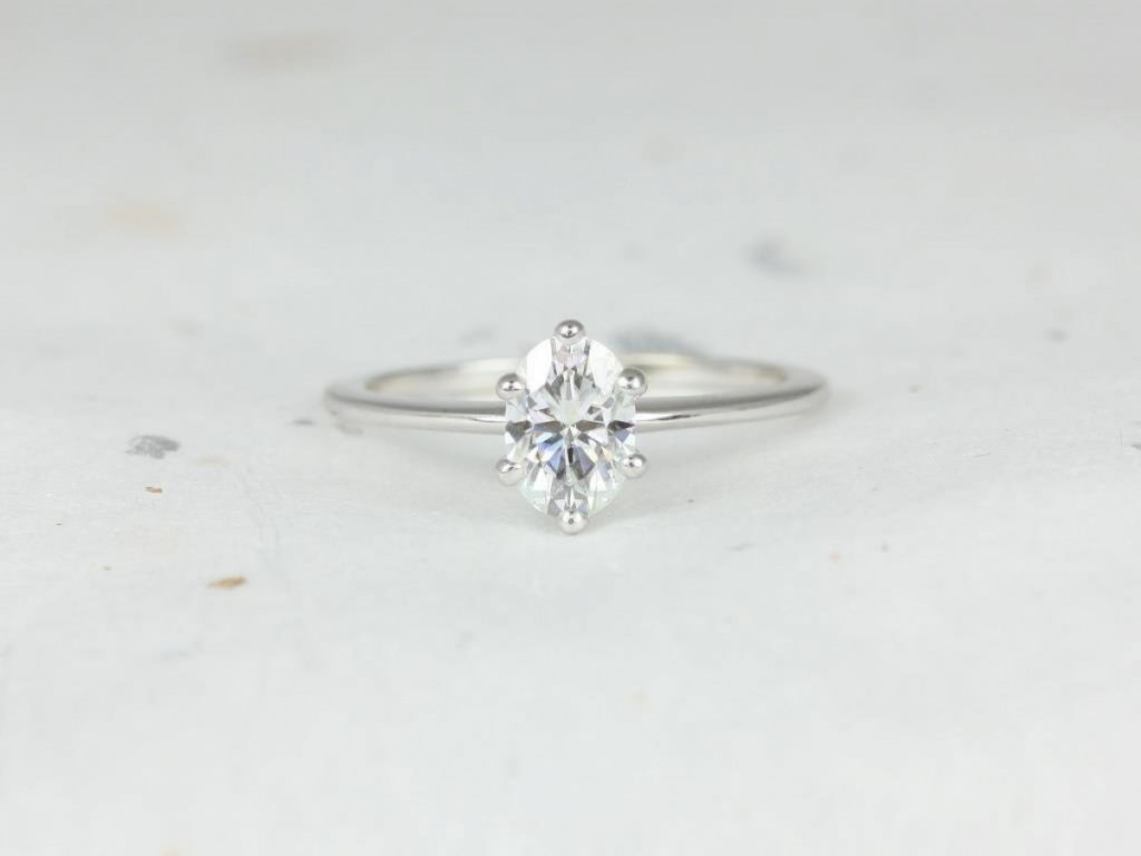 Example of a solitaire ring