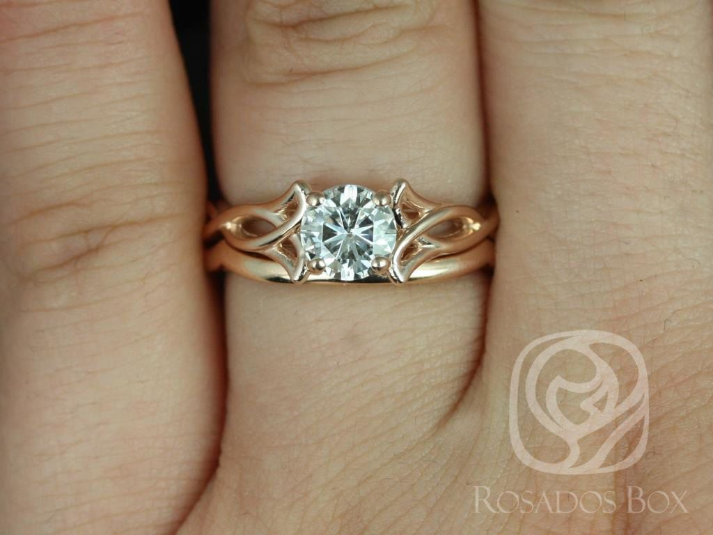 https://www.loveandpromisejewelers.com/media/catalog/product/cache/1b8ff75e92e9e3eb7d814fc024f6d8df/1/4/14kt_rose_gold_matching_band_to_cassidymaraorla_plain_band_4.jpg