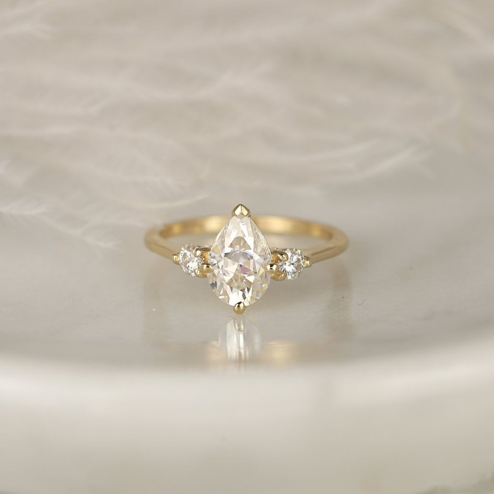https://www.loveandpromisejewelers.com/media/catalog/product/cache/1b8ff75e92e9e3eb7d814fc024f6d8df/5/0/501c5ff8df8e7f30a05dfafcefa81e5f.jpg