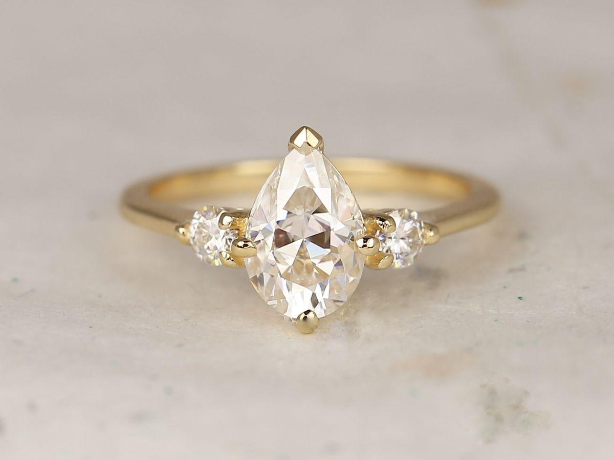 https://www.loveandpromisejewelers.com/media/catalog/product/cache/1b8ff75e92e9e3eb7d814fc024f6d8df/8/d/8d0679ec4a759eb1974d9b144214c8f2.jpg