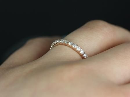 https://www.loveandpromisejewelers.com/media/catalog/product/cache/1b8ff75e92e9e3eb7d814fc024f6d8df/a/l/alice_rose_gold_wedding_ring_1_.jpg