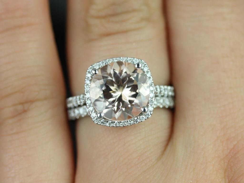 https://www.loveandpromisejewelers.com/media/catalog/product/cache/1b8ff75e92e9e3eb7d814fc024f6d8df/b/a/barra_queen_size_morganite_white_gold_wedding_set_2_.jpg