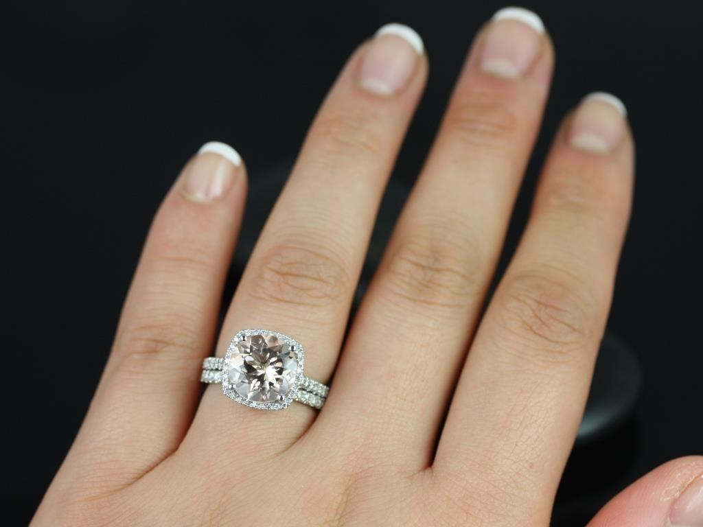 https://www.loveandpromisejewelers.com/media/catalog/product/cache/1b8ff75e92e9e3eb7d814fc024f6d8df/b/a/barra_queen_size_morganite_white_gold_wedding_set_3_.jpg