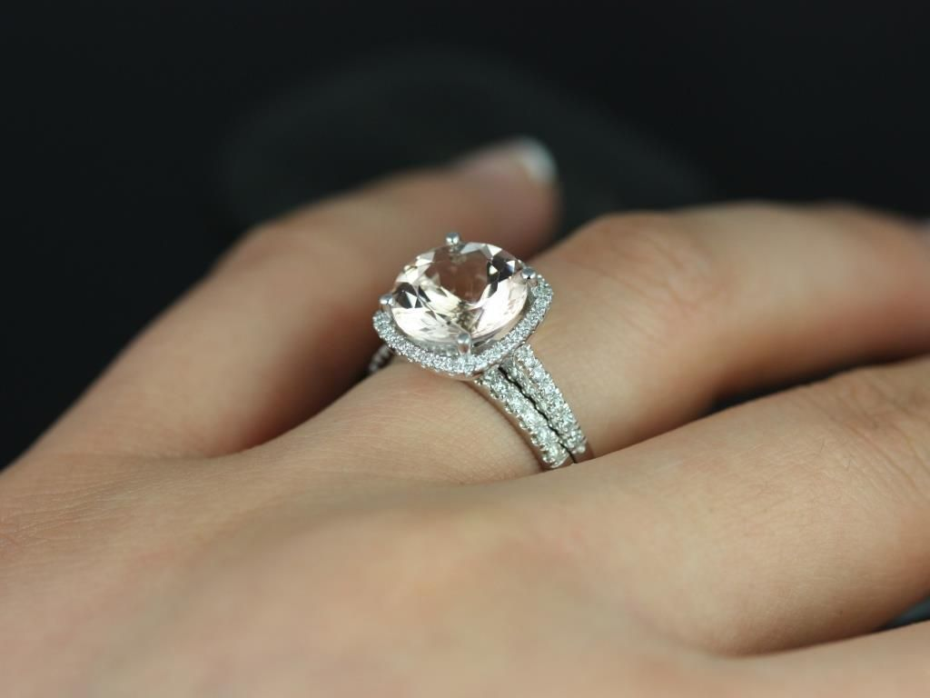 https://www.loveandpromisejewelers.com/media/catalog/product/cache/1b8ff75e92e9e3eb7d814fc024f6d8df/b/a/barra_queen_size_morganite_white_gold_wedding_set_4_.jpg