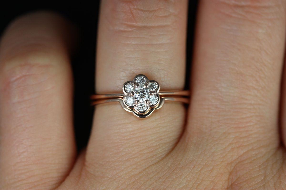 https://www.loveandpromisejewelers.com/media/catalog/product/cache/1b8ff75e92e9e3eb7d814fc024f6d8df/d/a/daisy_diamond_14kt_rose_gold_6_.jpg