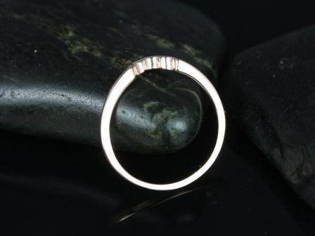 https://www.loveandpromisejewelers.com/media/catalog/product/cache/1b8ff75e92e9e3eb7d814fc024f6d8df/d/a/daisy_matching_band_3_.jpg