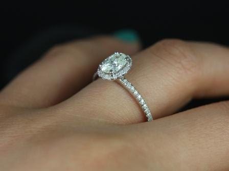 https://www.loveandpromisejewelers.com/media/catalog/product/cache/1b8ff75e92e9e3eb7d814fc024f6d8df/f/e/federella_7x5mm_14kt_wg_moissanite_5.jpg