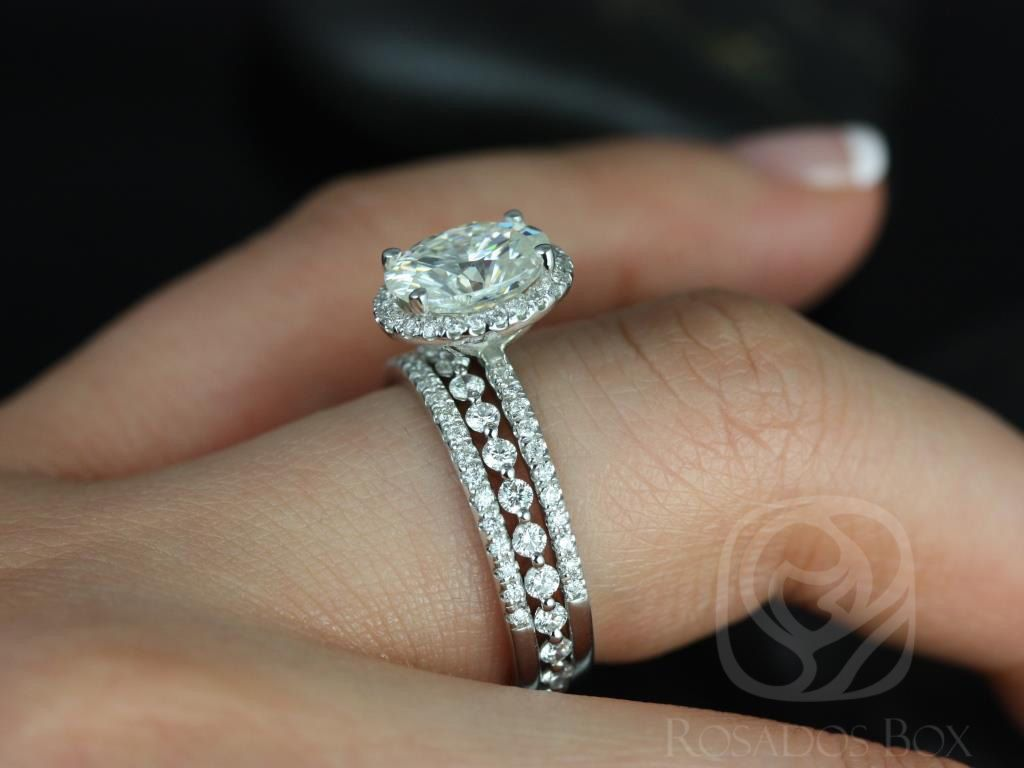 https://www.loveandpromisejewelers.com/media/catalog/product/cache/1b8ff75e92e9e3eb7d814fc024f6d8df/f/e/federella_medio_petite_bubble_breathe_14kt_white_goldoval_fb_moissanite_and_diamond_halo_trio_wedding_set_1wm_.jpg