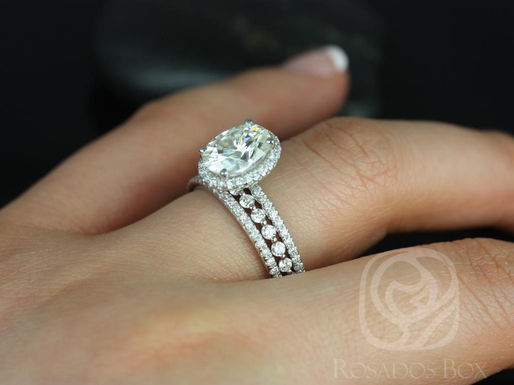 https://www.loveandpromisejewelers.com/media/catalog/product/cache/1b8ff75e92e9e3eb7d814fc024f6d8df/f/e/federella_medio_petite_bubble_breathe_14kt_white_goldoval_fb_moissanite_and_diamond_halo_trio_wedding_set_4wm_.jpg