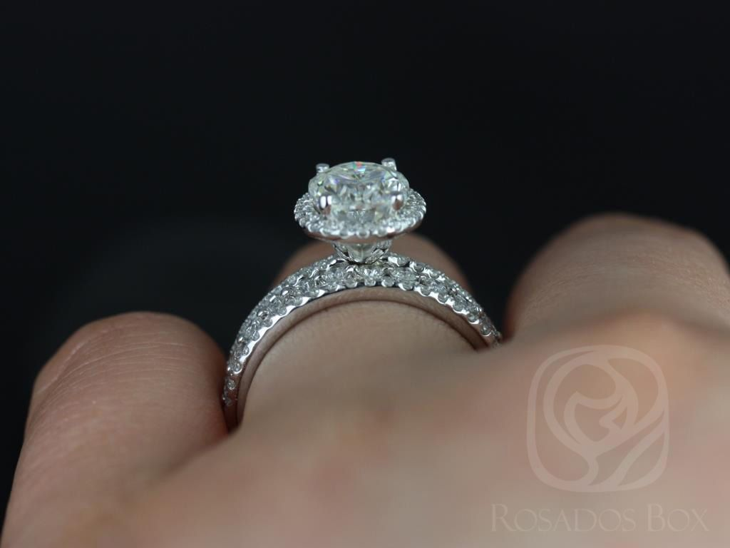 https://www.loveandpromisejewelers.com/media/catalog/product/cache/1b8ff75e92e9e3eb7d814fc024f6d8df/f/e/federella_medio_petite_bubble_breathe_14kt_white_goldoval_fb_moissanite_and_diamond_halo_trio_wedding_set_5wm_.jpg