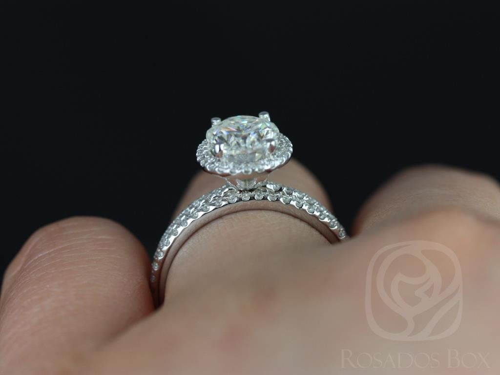https://www.loveandpromisejewelers.com/media/catalog/product/cache/1b8ff75e92e9e3eb7d814fc024f6d8df/f/e/federella_medio_size_14kt_white_gold_oval_fb_moissanite_and_diamond_halo_classic_wedding_set_4wm_.jpg