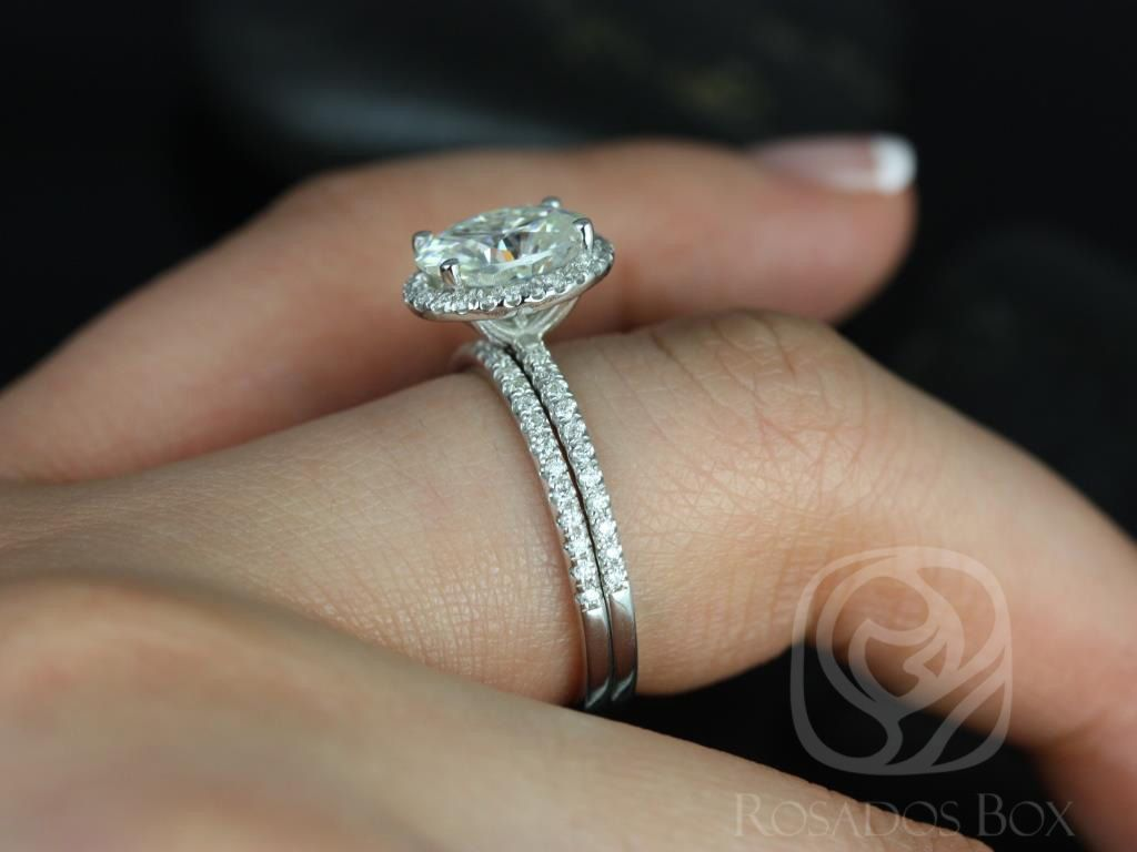 https://www.loveandpromisejewelers.com/media/catalog/product/cache/1b8ff75e92e9e3eb7d814fc024f6d8df/f/e/federella_medio_size_14kt_white_gold_oval_fb_moissanite_and_diamond_halo_classic_wedding_set_5wm_.jpg