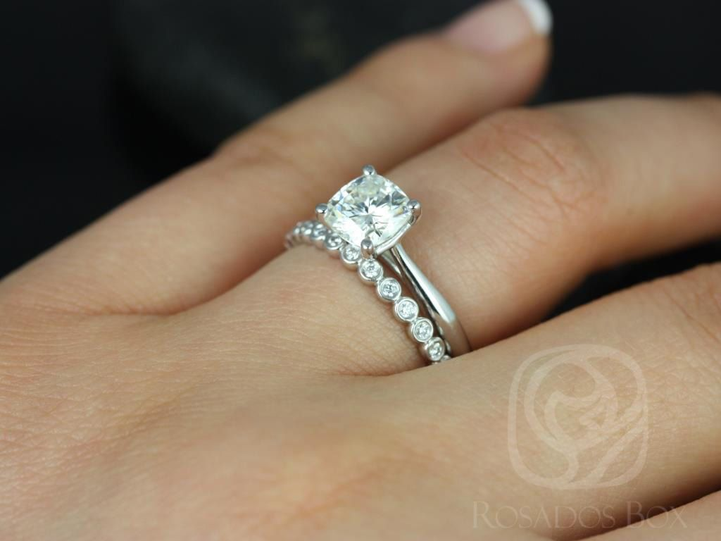 https://www.loveandpromisejewelers.com/media/catalog/product/cache/1b8ff75e92e9e3eb7d814fc024f6d8df/f/l/florence_medio_petite_bubbles_14kt_white_gold_cushion_fb_moissanite_solitaire_wedding_set_4wm_.jpg