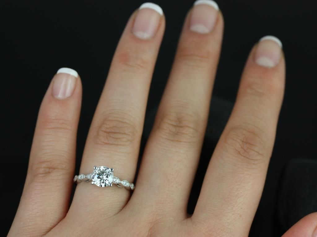 https://www.loveandpromisejewelers.com/media/catalog/product/cache/1b8ff75e92e9e3eb7d814fc024f6d8df/h/e/helena_1ct_rd_fb_moissanite_diamond_white_gold_engagement_ring_4_.jpg