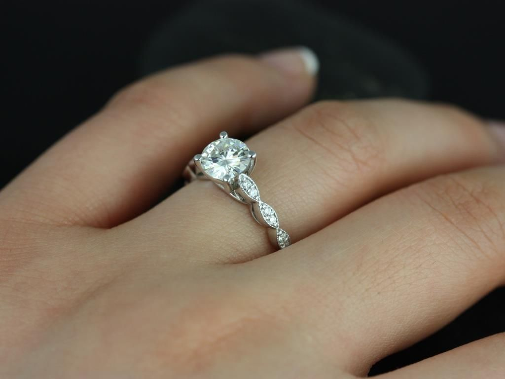 https://www.loveandpromisejewelers.com/media/catalog/product/cache/1b8ff75e92e9e3eb7d814fc024f6d8df/h/e/helena_1ct_rd_fb_moissanite_diamond_white_gold_engagement_ring_5_.jpg