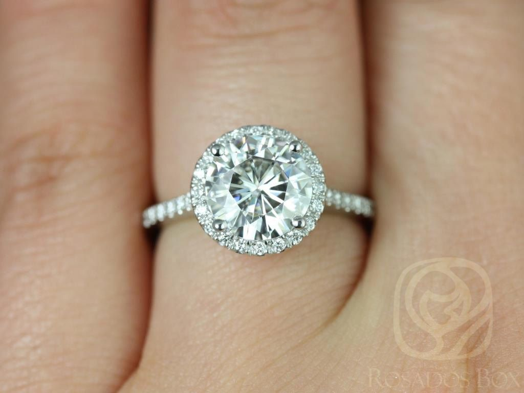 https://www.loveandpromisejewelers.com/media/catalog/product/cache/1b8ff75e92e9e3eb7d814fc024f6d8df/k/u/kubian_8mm14kt_white_gold_round_fb_moissanite_and_diamonds_halo_engagement_ring3wm_1_1.jpg