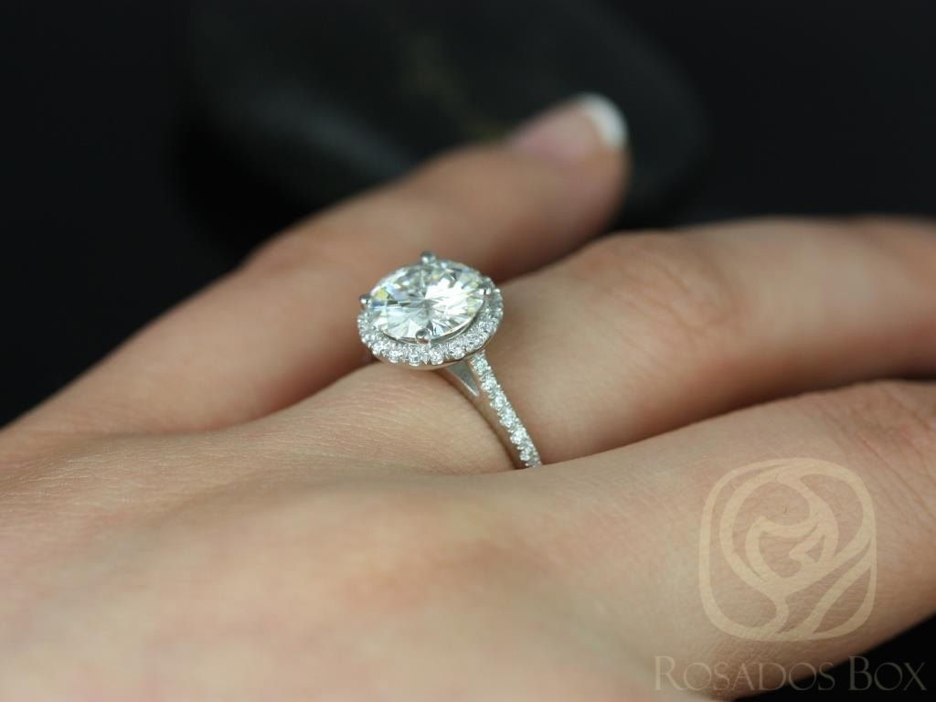 https://www.loveandpromisejewelers.com/media/catalog/product/cache/1b8ff75e92e9e3eb7d814fc024f6d8df/k/u/kubian_8mm14kt_white_gold_round_fb_moissanite_and_diamonds_halo_engagement_ring5wm_1_1.jpg
