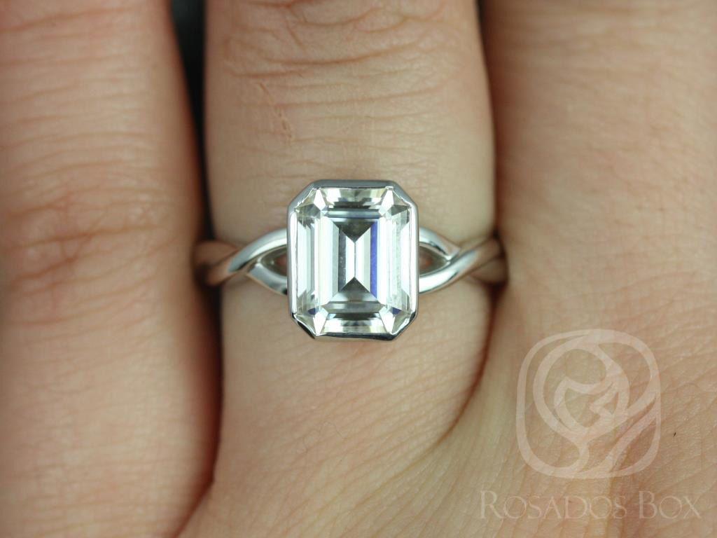 https://www.loveandpromisejewelers.com/media/catalog/product/cache/1b8ff75e92e9e3eb7d814fc024f6d8df/l/e/leslie_9x7mm_14kt_white_gold_emerald_fb_moissanite_bezel_twist_engagement_ring_4wm_.jpg