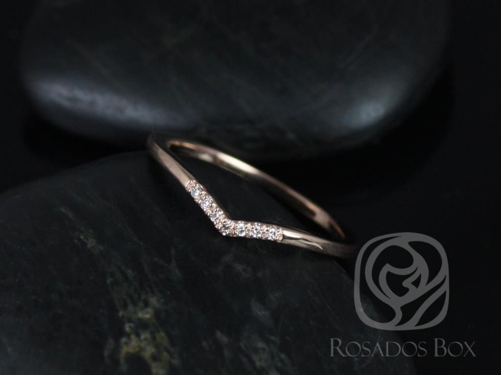 https://www.loveandpromisejewelers.com/media/catalog/product/cache/1b8ff75e92e9e3eb7d814fc024f6d8df/m/o/mo_14kt_rose_gold_chevron_style_diamond_wedding_band_2_.jpg