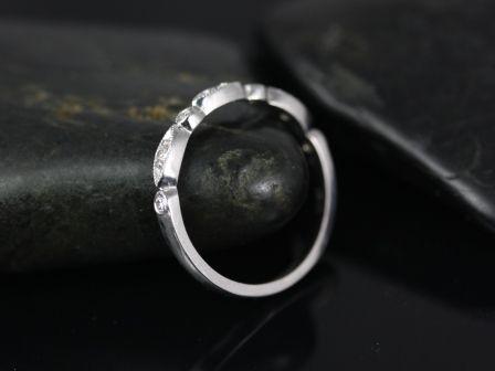 https://www.loveandpromisejewelers.com/media/catalog/product/cache/1b8ff75e92e9e3eb7d814fc024f6d8df/p/e/petite_bead_eye_diamonds_14kt_white_gold_3_.jpg