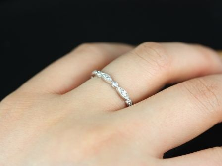 https://www.loveandpromisejewelers.com/media/catalog/product/cache/1b8ff75e92e9e3eb7d814fc024f6d8df/p/e/petite_bead_eye_diamonds_14kt_white_gold_5_.jpg