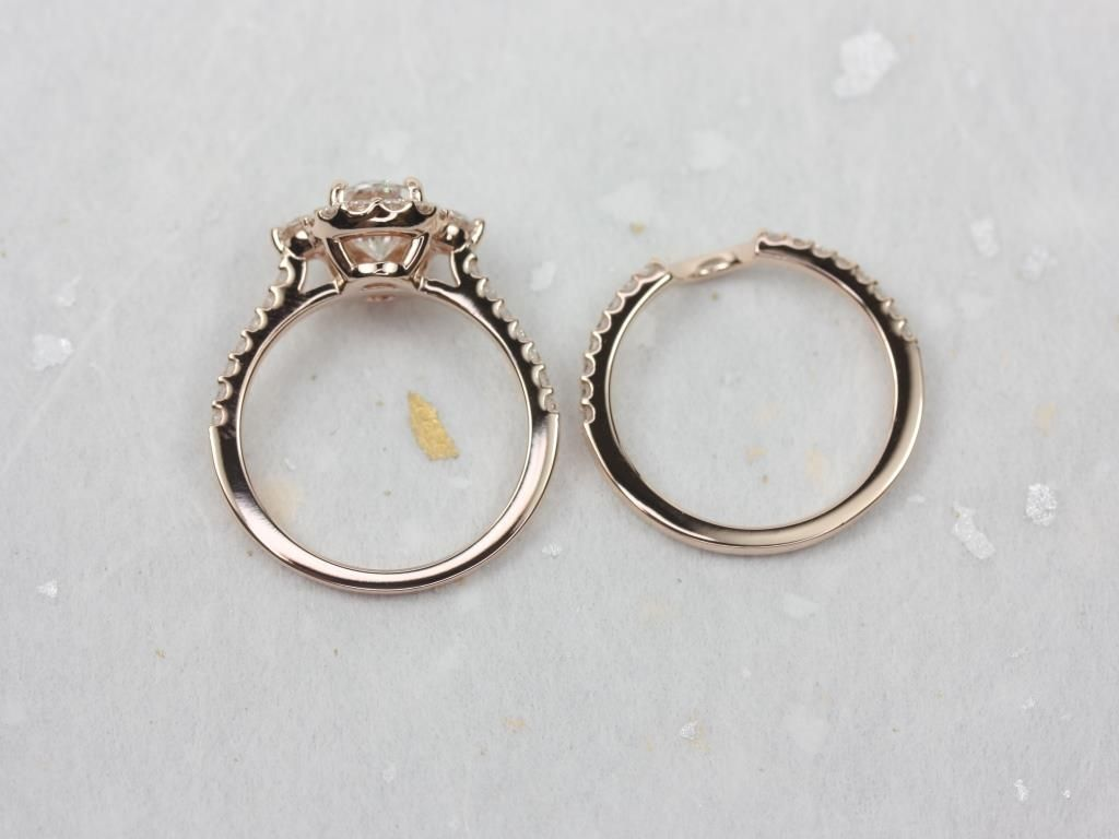 https://www.loveandpromisejewelers.com/media/catalog/product/cache/1b8ff75e92e9e3eb7d814fc024f6d8df/r/o/rosados_box_bridgette_8x6mm_14kt_rose_gold_oval_forever_one_moissanite_and_diamonds_halo_wedding_set_1_.jpg