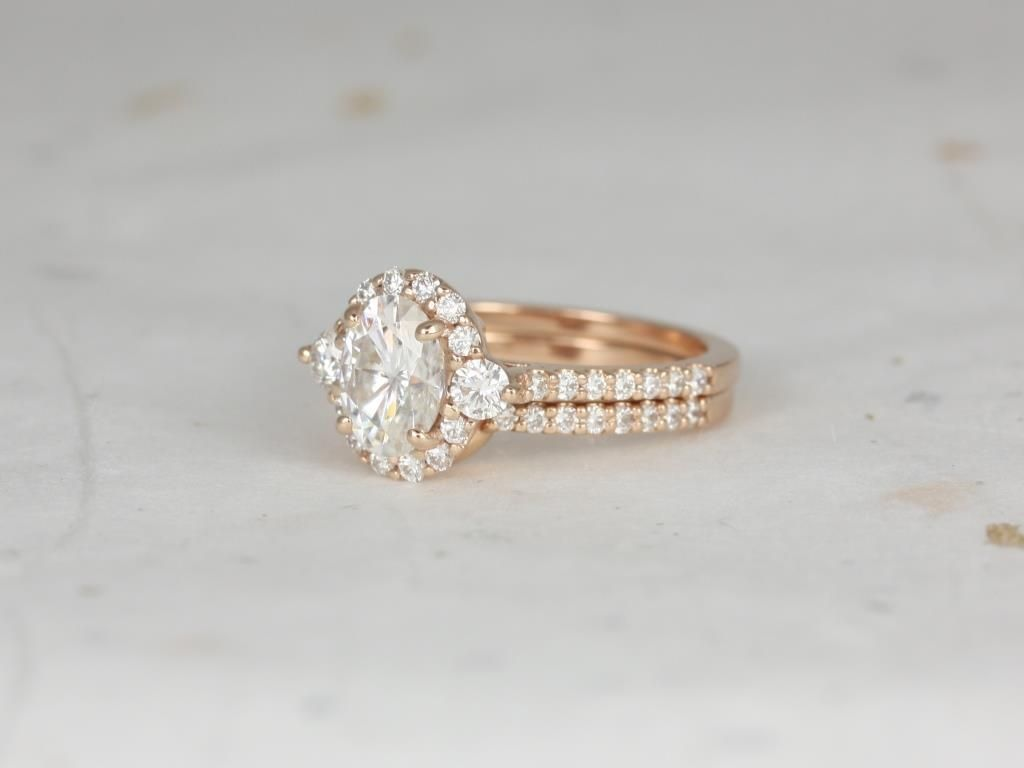 https://www.loveandpromisejewelers.com/media/catalog/product/cache/1b8ff75e92e9e3eb7d814fc024f6d8df/r/o/rosados_box_bridgette_8x6mm_14kt_rose_gold_oval_forever_one_moissanite_and_diamonds_halo_wedding_set_4_.jpg