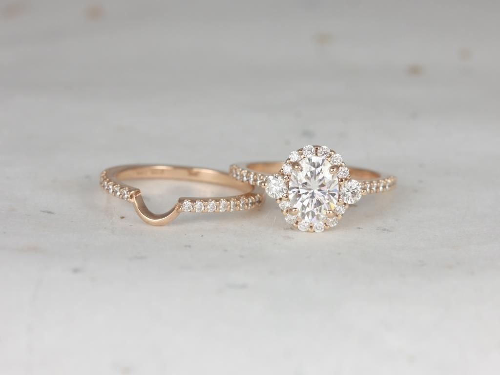 https://www.loveandpromisejewelers.com/media/catalog/product/cache/1b8ff75e92e9e3eb7d814fc024f6d8df/r/o/rosados_box_bridgette_8x6mm_14kt_rose_gold_oval_forever_one_moissanite_and_diamonds_halo_wedding_set_6_.jpg