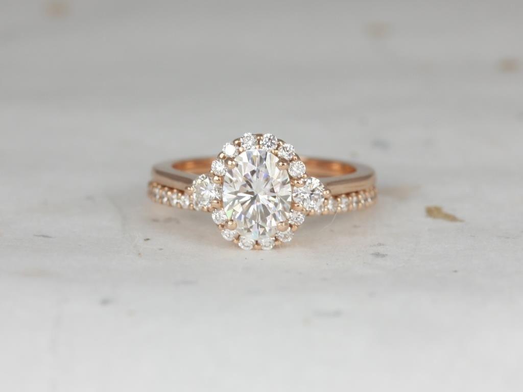 https://www.loveandpromisejewelers.com/media/catalog/product/cache/1b8ff75e92e9e3eb7d814fc024f6d8df/r/o/rosados_box_britney_8x6mm_14kt_rose_gold_oval_forever_one_moissanite_and_diamonds_halo_wedding_set_3__1.jpg