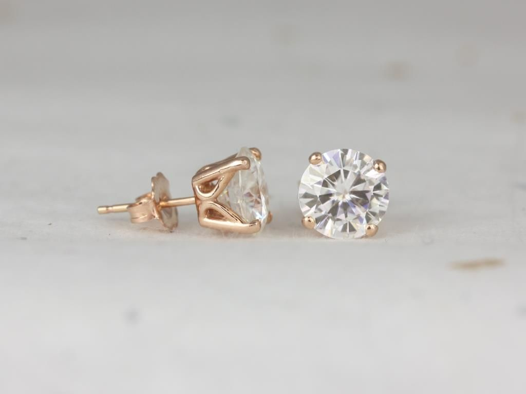 https://www.loveandpromisejewelers.com/media/catalog/product/cache/1b8ff75e92e9e3eb7d814fc024f6d8df/r/o/rosados_box_donna_7_or_8mm_14kt_rose_gold_round_f1-_moissanite_leaf_gallery_basket_stud_earrings_3__1.jpg