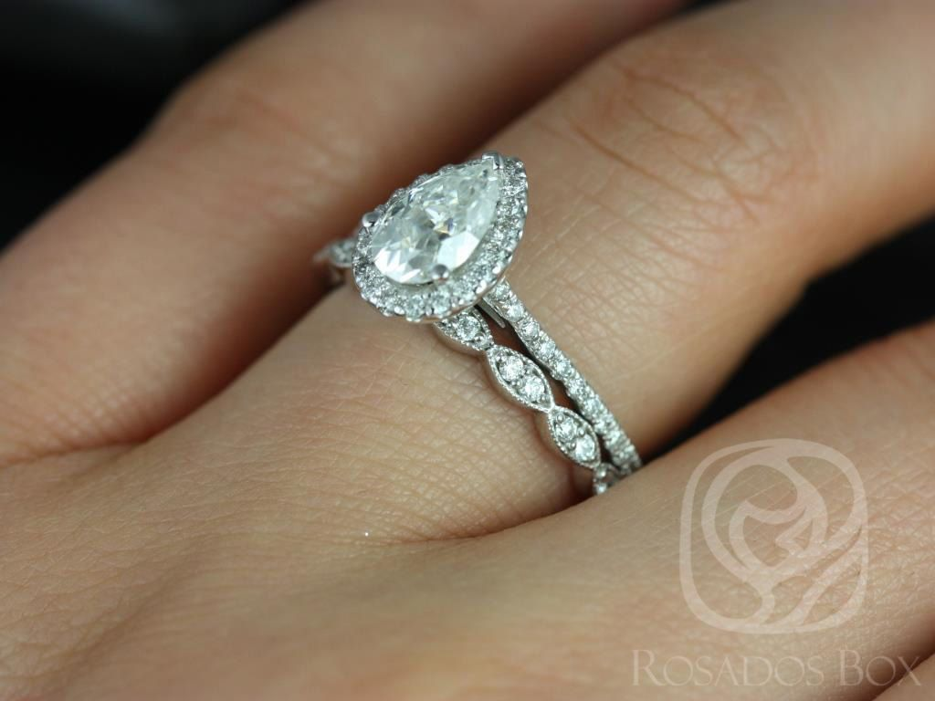 https://www.loveandpromisejewelers.com/media/catalog/product/cache/1b8ff75e92e9e3eb7d814fc024f6d8df/t/a/tabitha_christie_14kt_white_gold_pear_fb_moissanite_and_diamonds_halo_engagement_ring_4wm_.jpg