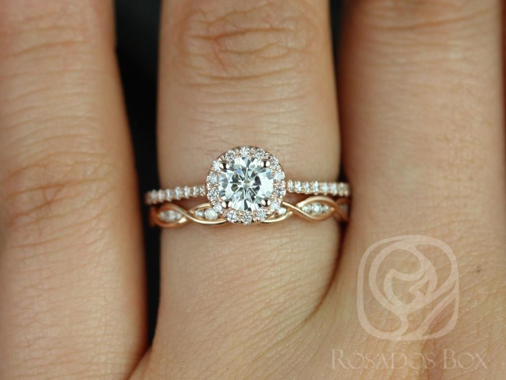 https://www.loveandpromisejewelers.com/media/catalog/product/cache/1b8ff75e92e9e3eb7d814fc024f6d8df/u/l/ultra_petite_kubian_ember_14kt_rose_gold_fb_moissanite_and_diamonds_halo_wedding_set_5wm_.jpg