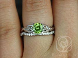 Rosados Box Cassidy 6mm White Gold Round Peridot & Diamonds Celtic Knot Wedding Set