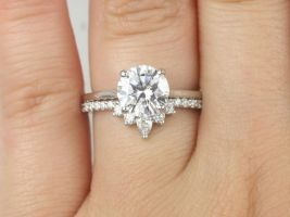 Rosados Box Dixie 8mm & Riri 14kt White Gold Round F1- Moissanite and Diamonds Extra Low Solitaire Wedding Set