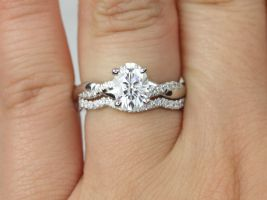 Rosados Box Tilly 8x6mm 14kt White Gold Forever One Moissanite Diamond Dainty Pave Oval Twisted Wedding Set Rings
