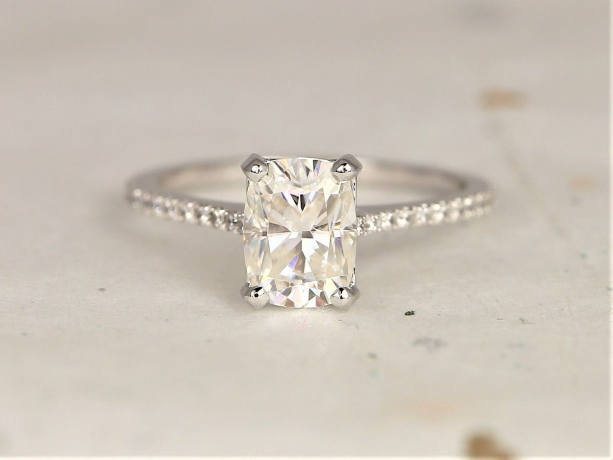 https://www.loveandpromisejewelers.com/media/catalog/product/cache/feefdef027ccf0d59dd1fef51db0610e/1/_/1_11_39.jpg