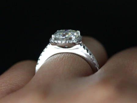 https://www.loveandpromisejewelers.com/media/catalog/product/cache/feefdef027ccf0d59dd1fef51db0610e/5/_/5_6_72.jpg