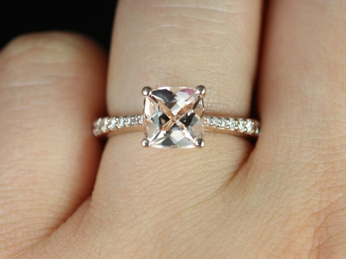 https://www.loveandpromisejewelers.com/media/catalog/product/cache/feefdef027ccf0d59dd1fef51db0610e/b/_/b._taylor_medio_size_morganite_14kt_rose_gold_2_.jpg