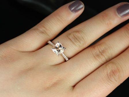 https://www.loveandpromisejewelers.com/media/catalog/product/cache/feefdef027ccf0d59dd1fef51db0610e/b/_/b._taylor_medio_size_morganite_14kt_rose_gold_6_.jpg