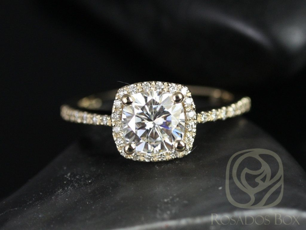 https://www.loveandpromisejewelers.com/media/catalog/product/cache/feefdef027ccf0d59dd1fef51db0610e/b/a/barra_6mm_14kt_yellow_gold_cushion_fb_moissanite_and_diamond_halo_engagement_ring_other_metals_and_stone_options_available_1wm.jpg