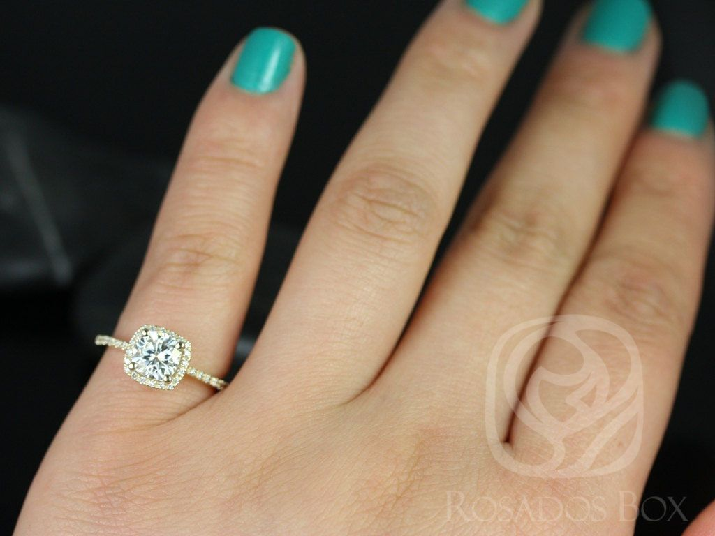 https://www.loveandpromisejewelers.com/media/catalog/product/cache/feefdef027ccf0d59dd1fef51db0610e/b/a/barra_6mm_14kt_yellow_gold_cushion_fb_moissanite_and_diamond_halo_engagement_ring_other_metals_and_stone_options_available_4_wm.jpg