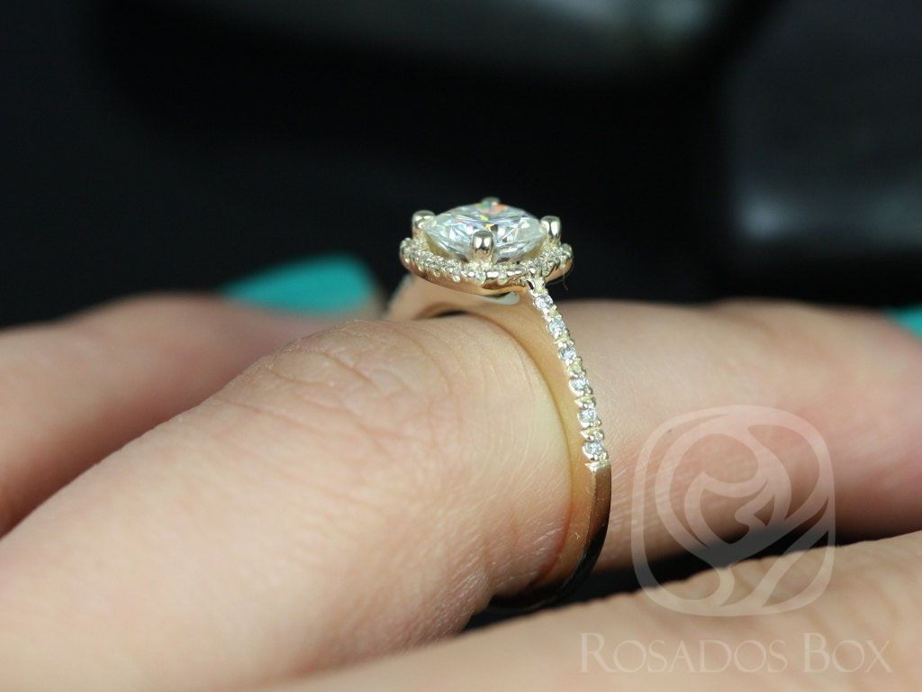 https://www.loveandpromisejewelers.com/media/catalog/product/cache/feefdef027ccf0d59dd1fef51db0610e/b/a/barra_6mm_14kt_yellow_gold_cushion_fb_moissanite_and_diamond_halo_engagement_ring_other_metals_and_stone_options_available_5_wm.jpg