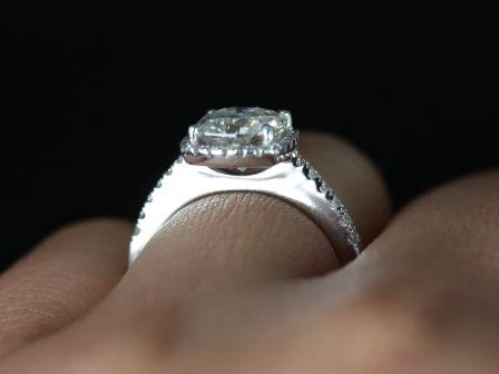 https://www.loveandpromisejewelers.com/media/catalog/product/cache/feefdef027ccf0d59dd1fef51db0610e/b/a/barra_sweetheart_size_fb_moisssanite_14kt_white_gold_1_.jpg
