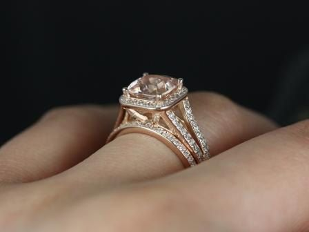 https://www.loveandpromisejewelers.com/media/catalog/product/cache/feefdef027ccf0d59dd1fef51db0610e/d/i/diana_8mm_14kt_rose_gold_cushion_morganite_and_diamond_halo_split_shank_wedding_set_4.jpg