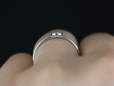 https://www.loveandpromisejewelers.com/media/catalog/product/cache/feefdef027ccf0d59dd1fef51db0610e/d/i/diskco_diamond_14kt_white_gold_1_.jpg