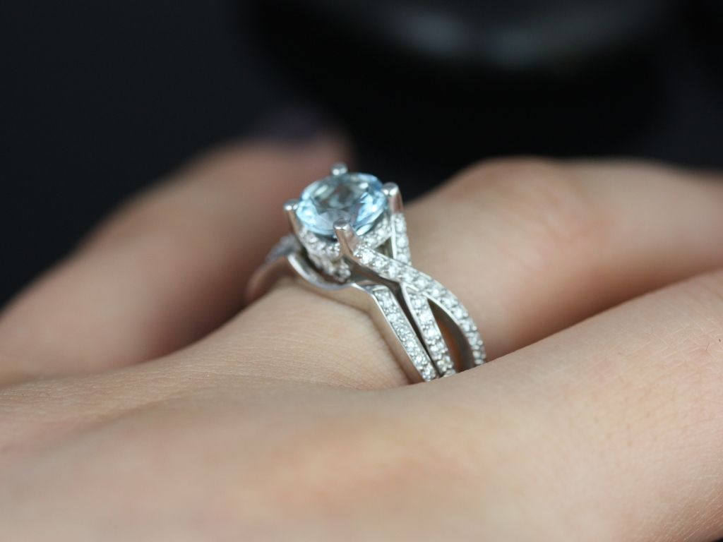 https://www.loveandpromisejewelers.com/media/catalog/product/cache/feefdef027ccf0d59dd1fef51db0610e/e/m/emma_aquamarine_diamond_white_gold_wedding_set_4_.jpg