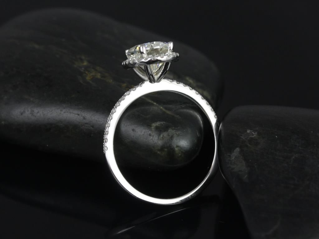 https://www.loveandpromisejewelers.com/media/catalog/product/cache/feefdef027ccf0d59dd1fef51db0610e/f/e/federella_medio_size_14kt_white_gold_oval_fb_moissanite_and_diamond_halo_engagement_ring_3_.jpg