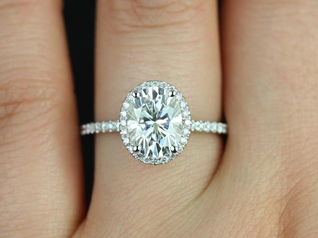 https://www.loveandpromisejewelers.com/media/catalog/product/cache/feefdef027ccf0d59dd1fef51db0610e/f/e/federella_medio_size_14kt_white_gold_oval_fb_moissanite_and_diamond_halo_engagement_ring_4_.jpg