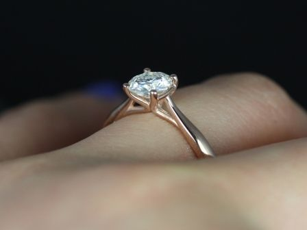 https://www.loveandpromisejewelers.com/media/catalog/product/cache/feefdef027ccf0d59dd1fef51db0610e/f/l/flora_moissanite_14kt_rose_gold_1_.jpg