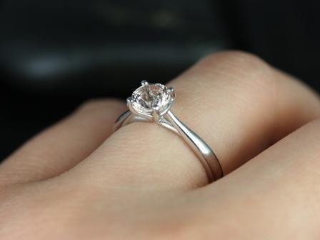 https://www.loveandpromisejewelers.com/media/catalog/product/cache/feefdef027ccf0d59dd1fef51db0610e/f/l/flora_morganite_14kt_white_gold_7_.jpg